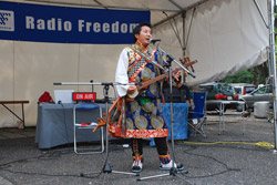 チベタンアーティストの演奏
