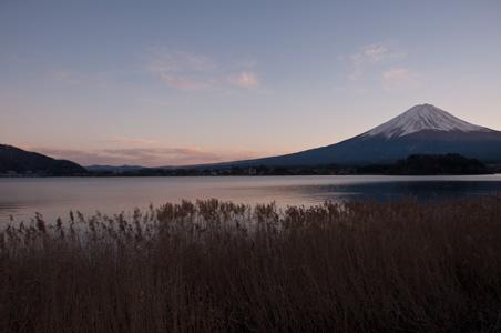 夕刻の河口湖と富士山