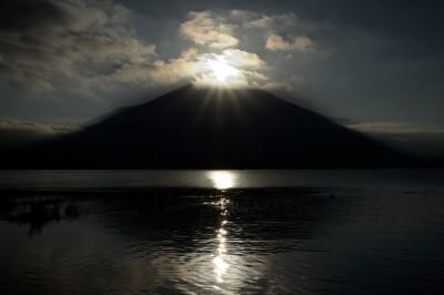 ダイヤモンド富士の瞬間に雲