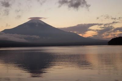 笠雲がかかった富士山