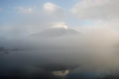 霧の中の富士山
