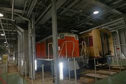 八甲田丸内部の列車