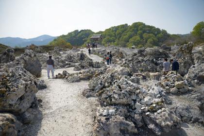 恐山の岩場