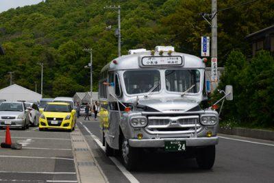レトロなボンネットバス